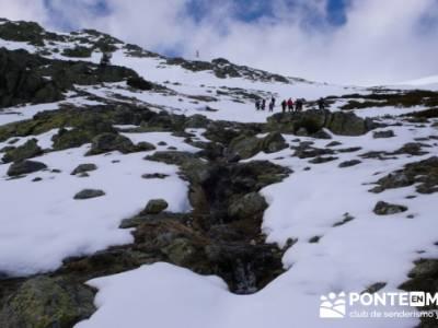 Nacimiento del Río Manzanares (Descenso del Río Manzanares); grupo senderista prisma